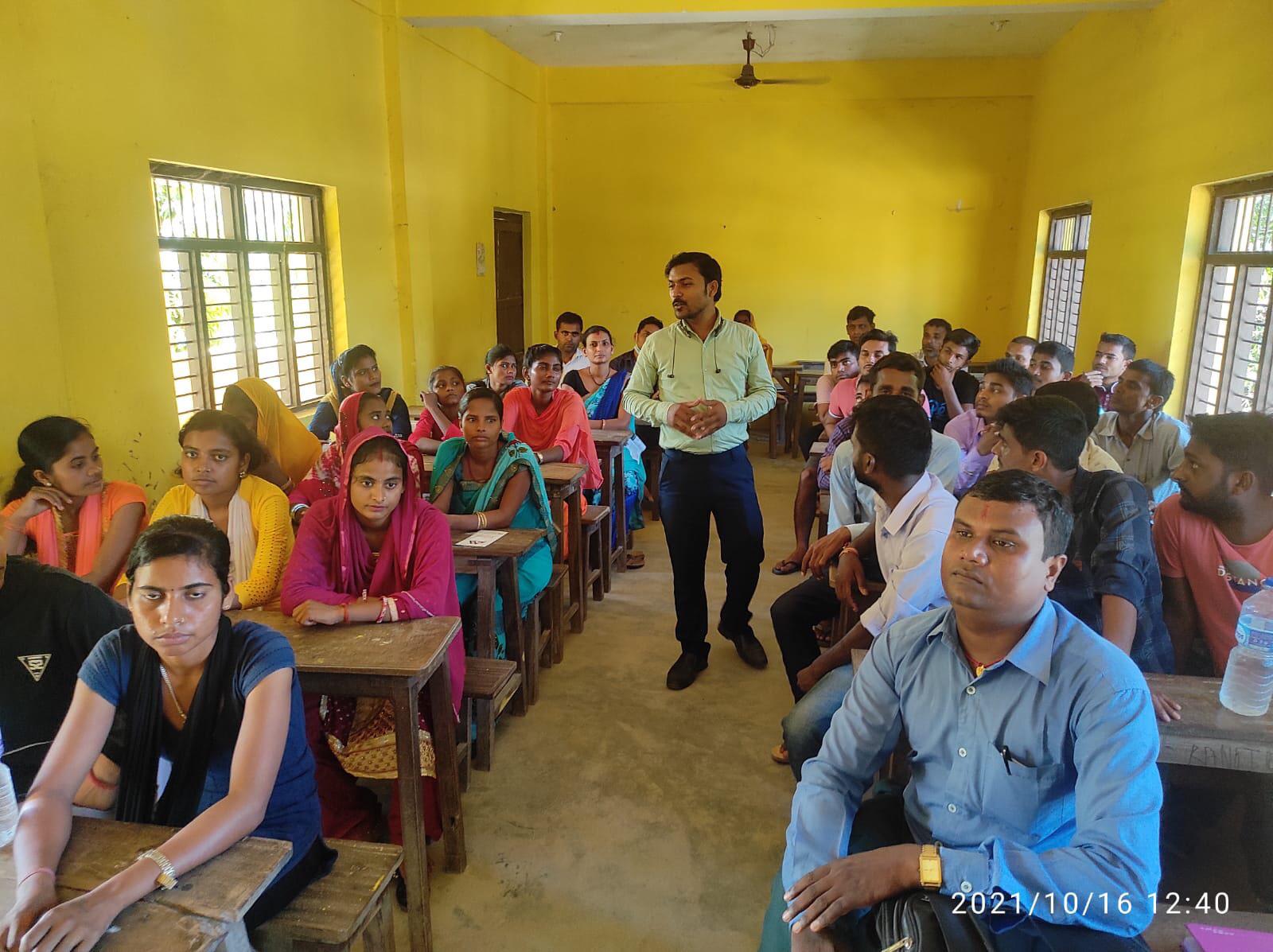 "Mahalaxmi Life Insurance Ltd. conducted ""Yuwa Sanga Mahalaxmi Life"" program in Katahariya"